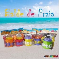 Balde de Praia com 8 forminhas, Pazinha, Rastelo e Peneira Só R$5,99